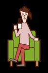 ソファに座ってコーヒーを飲む人(女性)のイラスト